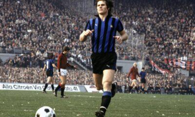 24 aprile 1983, Inter 0-0 Roma: Oriali inseguito da Falcão. L'altro nerazzurro è Salvatore Bagni, mentre sulla destra c'è l'arbitro Paolo Bergamo