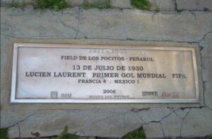La targa a ricordo del primo gol ai Mondiali del 1930