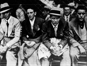 Borel II, Castellazzi, Meazza e Ferraris assistono, a bordo campo, alla partita fra Fiorentina e Manchester, durante i giorni del ritiro pre-Mondiale a Roveta. Fonte: La Domenica Sportiva, 20 maggio 1934, p. 3.